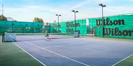 Tennisbane på Hotel Radisson Blu Hotel & Resort Abu Dhabi Corniche, Abu Dhabi.