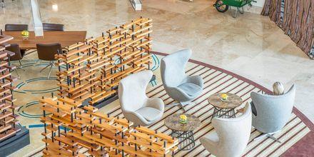 Lobby på Hotel Radisson Blu Abu Dhabi Yas Island i Abu Dhabi.