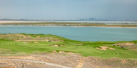 Golfbane nær hotel Radisson Blu Abu Dhabi Yas Island i Abu Dhabi.