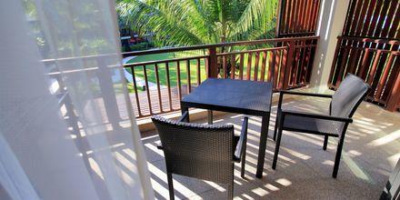 Deluxeværelse på Hotel Ramada Resort Khao Lak, Thailand.