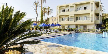 Poolområde på Hotel Rania på Kreta, Grækenland.