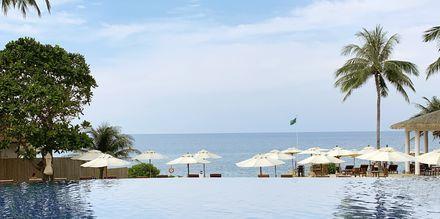 Poolområde på Hotel Rawi Warin i Koh Lanta, Thailand.