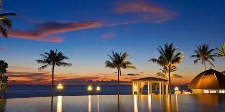 Hovedpoolen på Hotel Rawi Warin på Koh Lanta, Thailand.