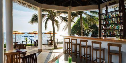 Poolbar på Hotel Rawi Warin i Koh Lanta, Thailand.