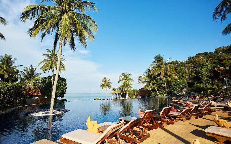 Infinity poolen på Hotel Rawi Warin i Koh Lanta, Thailand.