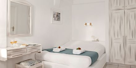 Dobbeltværelse på hotel Regina Mare på Santorini, Grækenland.