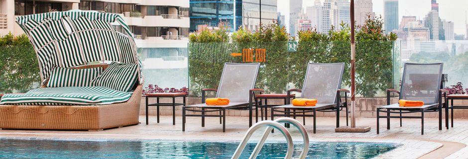 Poolområde på Hotel Rembrandt i Bangkok, Thailand.