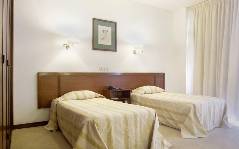 Dobbeltværelse på Hotel Residencial Greco i Funchal på Madeira.