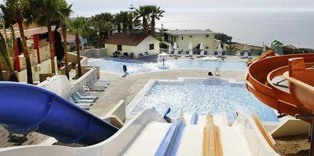 Pool med vandrutsjebaner på  Hotel Rethymno Mare Resort på Kreta, Grækenland.