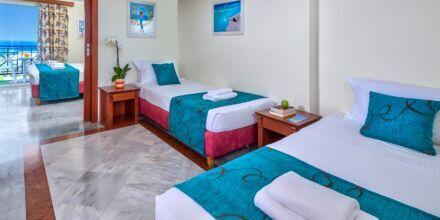 Familie-værelse på Hotel Rethymno Mare Resort på Kreta, Grækenland.