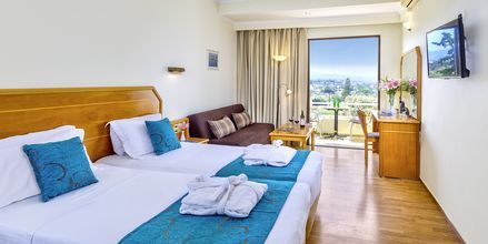 Deluxe-værelse på hotel Rethymno Mare Resort, Grækenland.