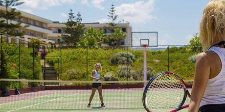 Tennis på hotel Rethymno Palace i Rethymnon på Kreta, Grækenland.