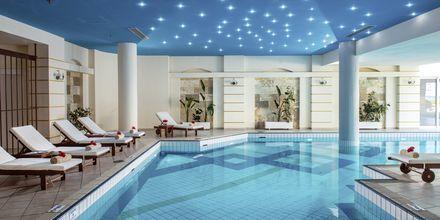 Indendørs pool på hotel Rethymno Palace i Rethymnon på Kreta, Grækenland.