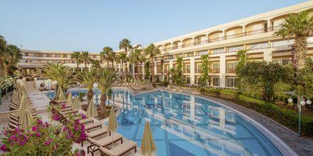 Poolområde på hotel Rethymno Palace i Rethymnon på Kreta, Grækenland.