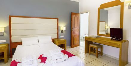 Familie-værelse på Hotel Rethymno Residence ved Rethymnon Kyst på Kreta, Grækenland.