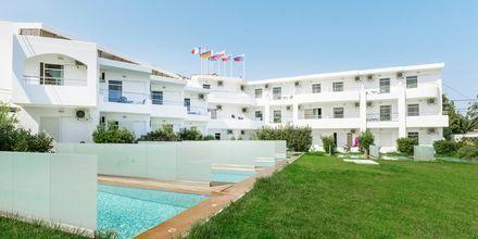 Junior-suite med udeplads med privat pool på Hotel Rethymno Residence ved Rethymnon Kyst på Kreta, Grækenland.