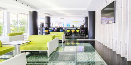 Lobbybar på Hotel Rethymno Residence ved Rethymnon Kyst på Kreta, Grækenland.