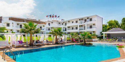 Poolområde på Hotel Rethymno Residence ved Rethymnon Kyst på Kreta, Grækenland.