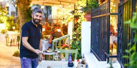 I Rhodos by er der masser af restauranter og shoppingmuligheder.