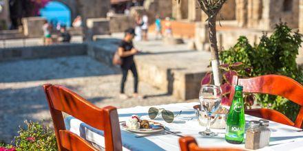 Den gamle del af Rhodos by, Rhodos i Grækenland - med mange restauranter og hyggelige caféer.