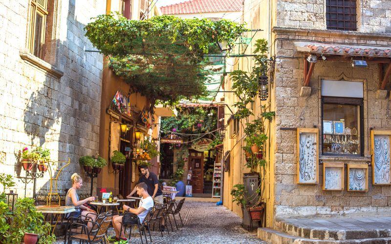 I Rhodos' gamle del er der masser af restauranter og shoppingmuligheder.
