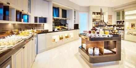 Køkken i club loungen på Ritz-Carlton Doha i Doha, Qatar.