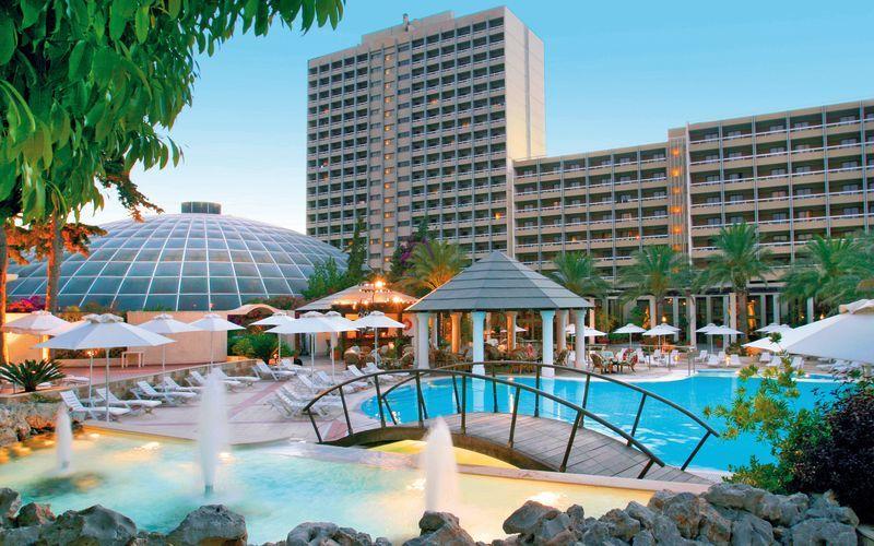 Poolområde på hotel Rodos Palace i Ixia på Rhodos, Grækenland.