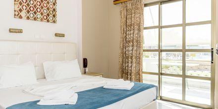 2-værelses lejlighed i strand-/poolbygningen på Hotel Rose i Kato Stalos på Kreta, Grækenland.