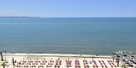 Stranden nedenfor Royal G på Durres Riviers, Albanien.