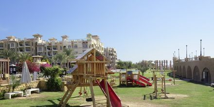 Legeplads langs med strandpromenaden i Sahl Hasheesh, Egypten.