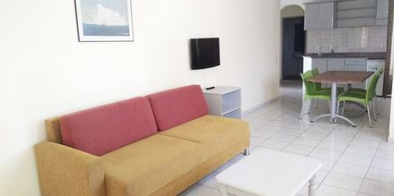 Større 2-værelses lejlighed på Hotel Sailor i Alanya, Tyrkiet.
