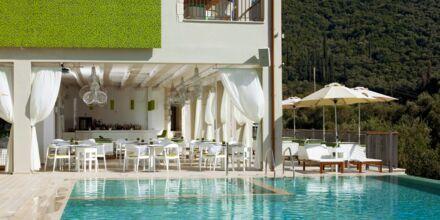 Poolområde på Salvator Hotel Villas & Spa i Parga, Grækenland