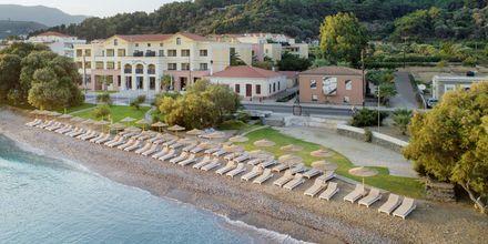 Stranden ved Hotel Samaina Inn i Karlovassi, Samos, Grækenland.