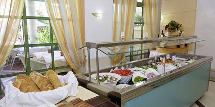Buffet på Hotel Samaina Inn i Karlovassi, Samos, Grækenland.