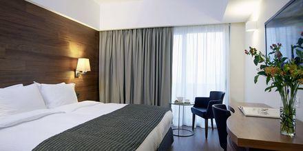 Større dobbeltværelse på Hotel Samaria i Chania by på Kreta, Grækenland.