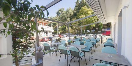 Terrasse på Hotel San Nectarinos i Parga.
