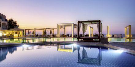 Poolområde på Hotel Santa Helena Beach i Platanias på Kreta, Grækenland.