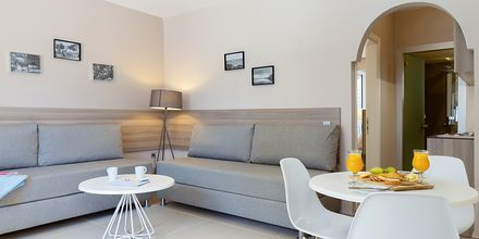 2-værelses lejlighed på Hotel Santa Helena Beach i Platanias på Kreta, Grækenland.