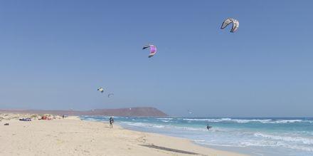 Kitesurfing på Santa Maria Beach, Kap Verde