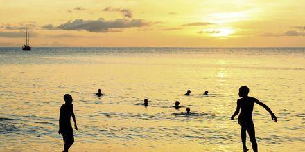 Solnedgang over Santa Maria Beach på øen Sal, Kap Verde