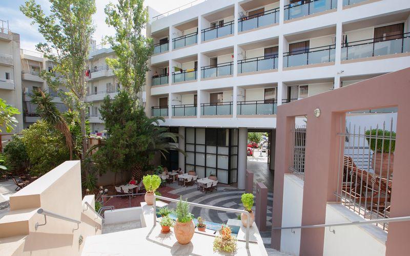 Udeplads på Santa Marina i Agios Nikolaos, Kreta.