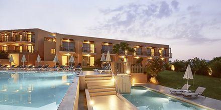 Pool ved den nye del Pearl Wing på Santa Marina Beach i Agia Marina på Kreta, Grækenland