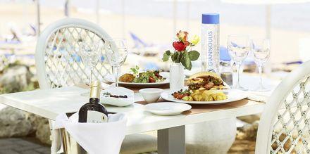 Taverna Sealine på Santa Marina Beach i Agia Marina på Kreta, Grækenland