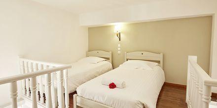 Familie-værelse i etage på Santa Marina Beach i Agia Marina på Kreta, Grækenland