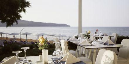 Strandrestauranten Azzurro på Santa Marina Beach i Agia Marina på Kreta, Grækenland