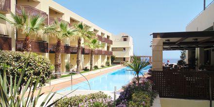 Pool på Hotel Santa Marina Plaza på Kreta, Grækenland.