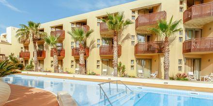 Poolområdet på Hotel Santa Marina Plaza på Kreta, Grækenland.