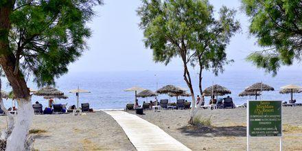 Stranden nær hotel Santo Miramare Resort på Santorini, Grækenland.