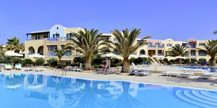 Poolområdet på hotel Santo Miramare Resort på Santorini, Grækenland.
