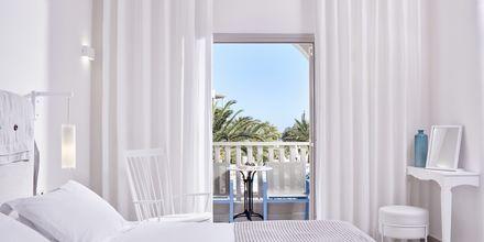 Dobbeltværelse på hotel Santo Miramare Resort på Santorini, Grækenland.